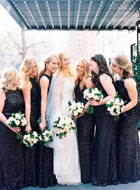 madrinha-de-preto-casamento-vestidos-com-brilho-paetes (1)